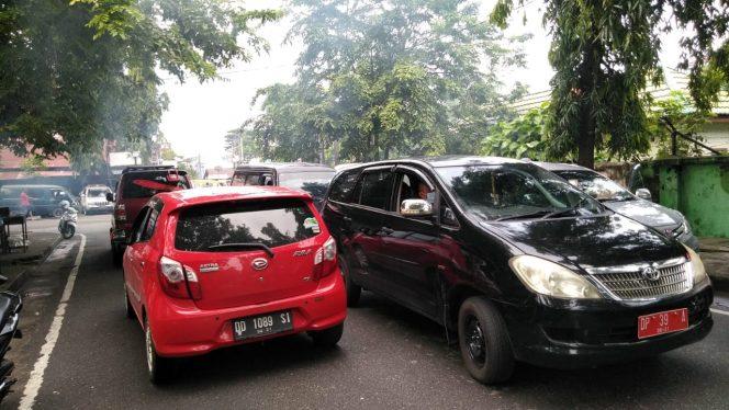 Duh, Lalu Lintas Depan Pelabuhan Nusantara Macet dan Semrawut