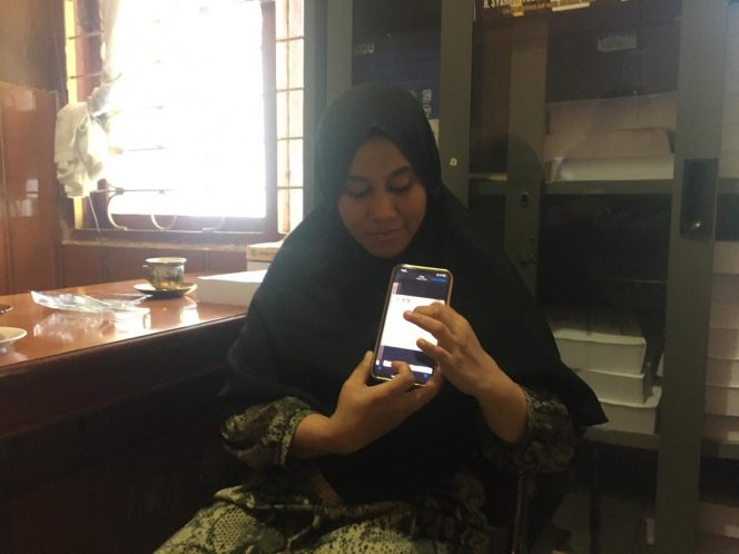 Hj Hasna saat datang ke DPRD Sidrap, Senin (23/8/2021).