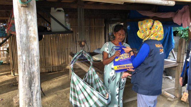 Tim NasDem Peduli Berbagi di Desa Buae